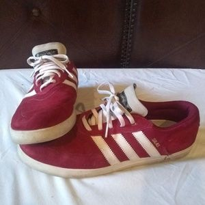 Men's Adidas Silas addition.size 9, maroon sweade.